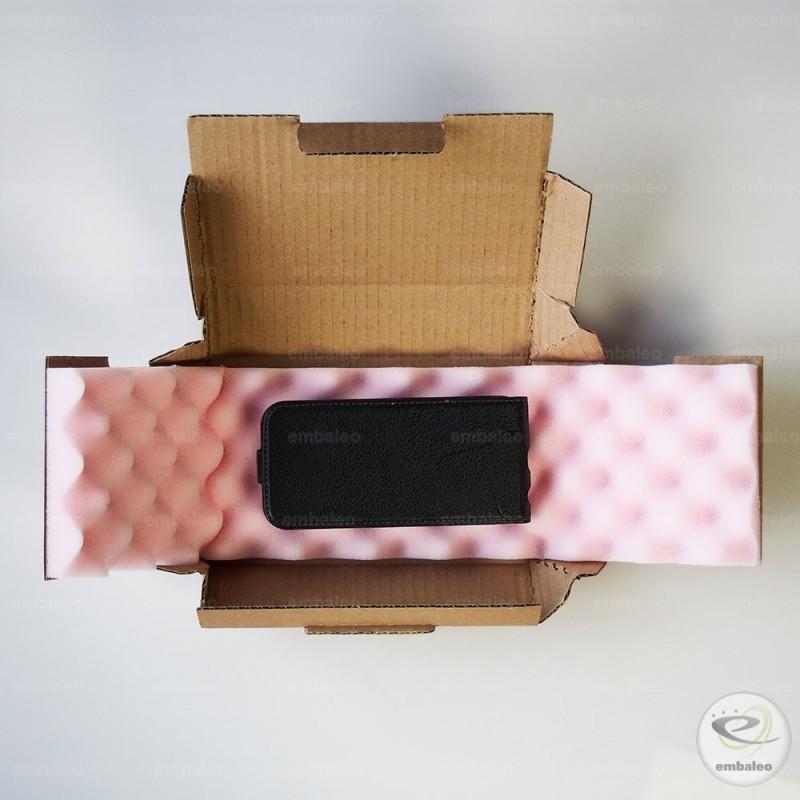 boite postale en forme de croix avec calage en mousse